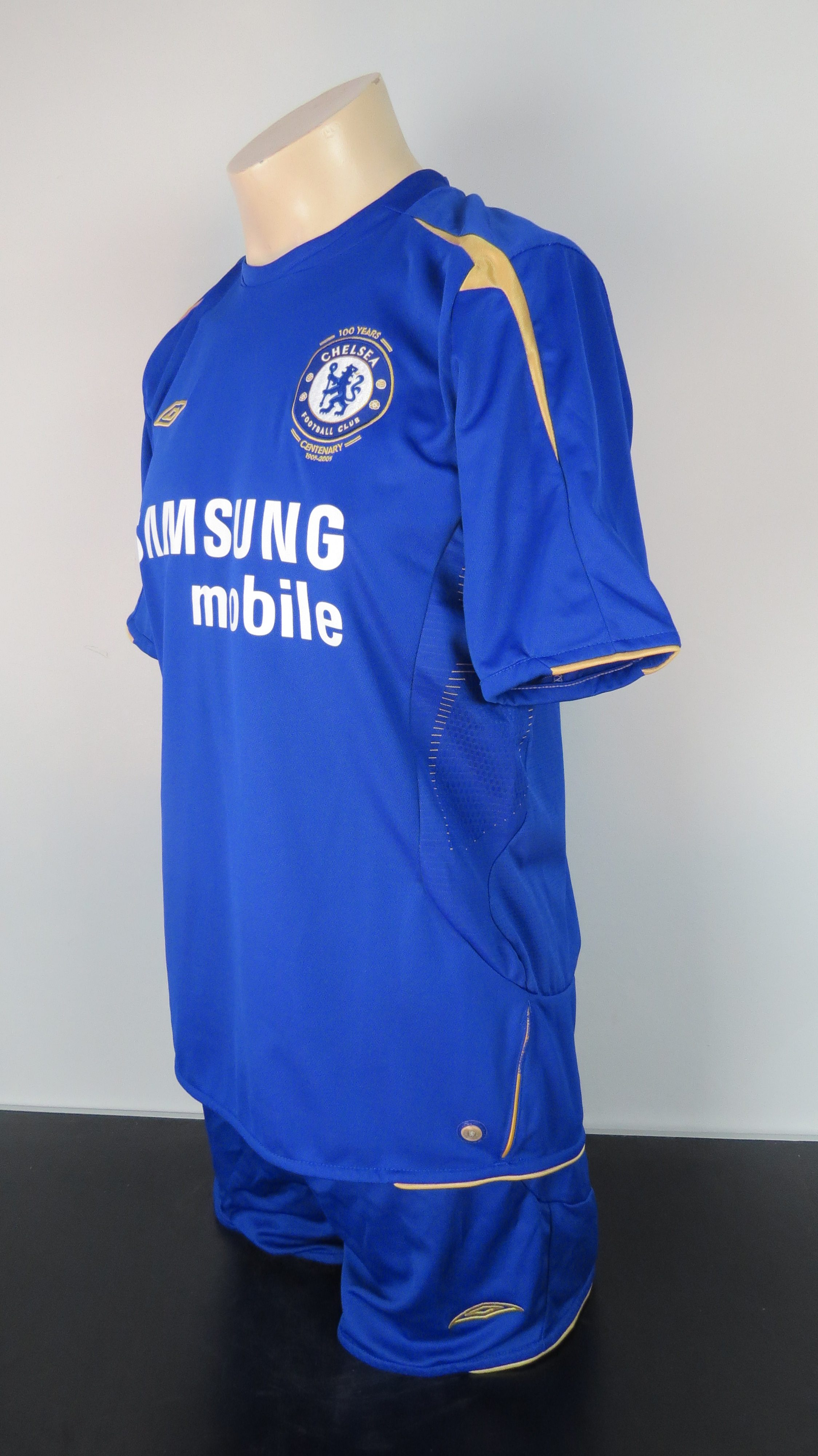 0878d2819 Chelsea 2005-06 centenary full kit home shirt Umbro size M shorts L ...