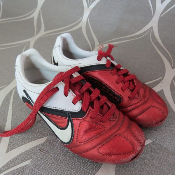 Nike CTR360 Red White 2010 Football Boots size UK C 12 (EU 30 US 12.5) (1)