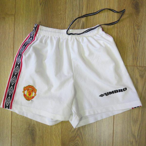 ManU home shorts 1998-00 158cm (1)