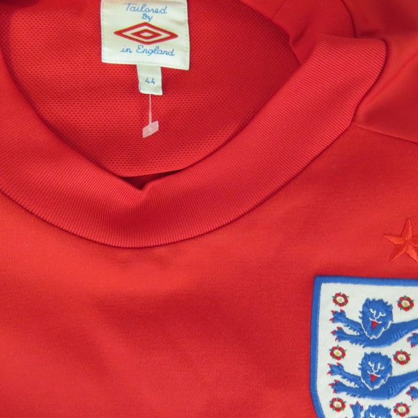 England 2010 World Cup South Africa away shirt Umbro size 44 L (3)