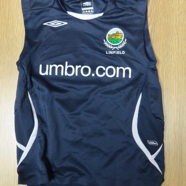 Linfield training vest shirt Umbro soccer jersey size Boys M 146cm (1)