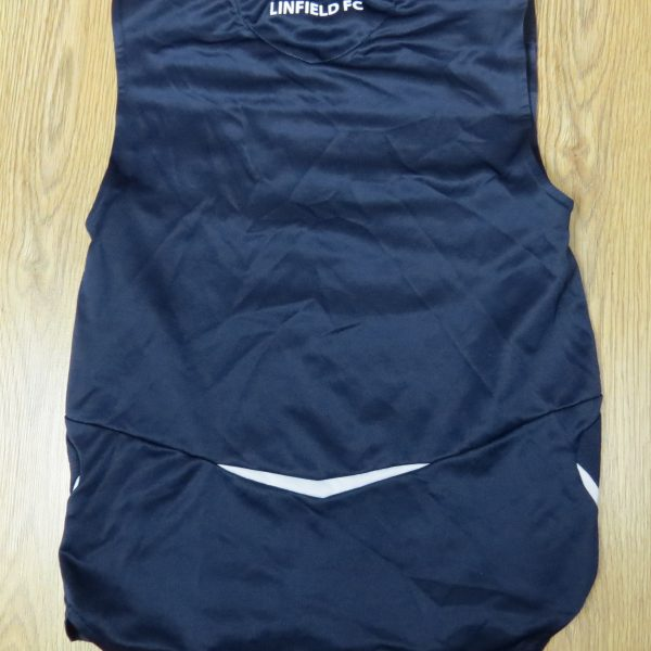 Linfield training vest shirt Umbro soccer jersey size Boys M 146cm (2)