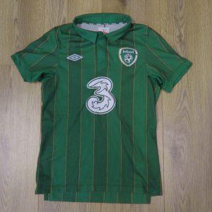 a4bf66220 Ireland 2011-12 home shirt UMBRO soccer jersey Boys M 146cm